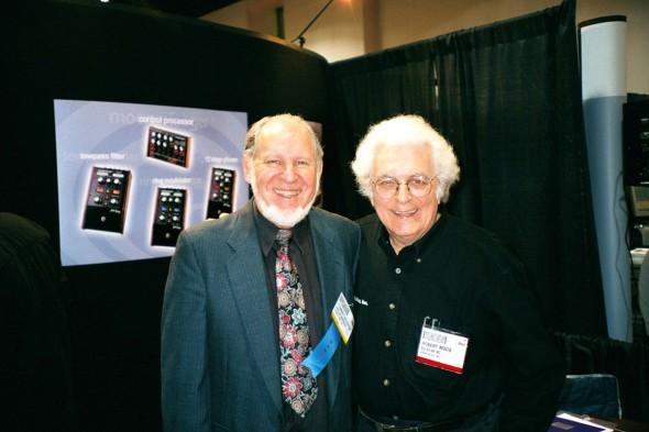 Herb Deutsch und Bob Moog wiedervereint auf der NAMM Show 2002 in Anaheim. (Foto: Mark Vail)