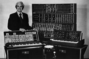 Bob Moog Mitte der 70er mit seinen Synthis, Foto mit Erlaubnis von Ileana Grams-Moog