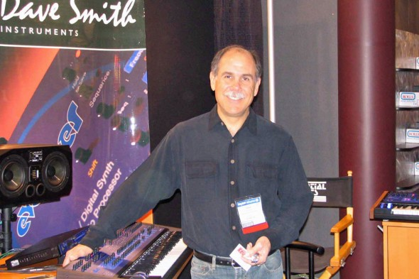 Dave Smith mit dem DSI Poly Evolver Keyboard 2005