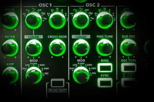 Roland System-1m: OSC-Sektionen mit Color-Regler