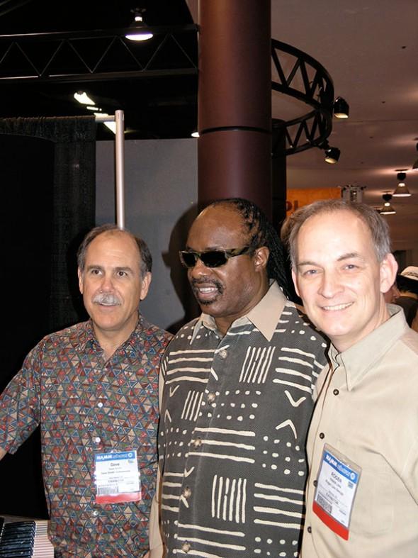 Dave Smith, Stevie Wonder und Roger Linn auf der NAMM Show 2005