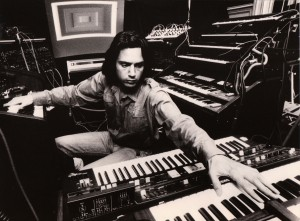 Jean-Michel Jarre Interview: Jarre 1977 im Studio. (Foto: Sony)