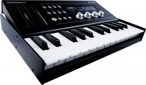Roland A-01K Test: Der Roland A-01K kann auch mit Tastatur betrieben werden - was ihn noch interessanter macht.