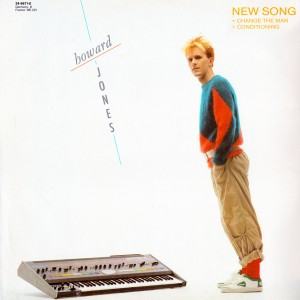 "Kult-Cover aus den 80ern: Howard Jones und sein Roland Jupiter-8 mit ""New Song""."