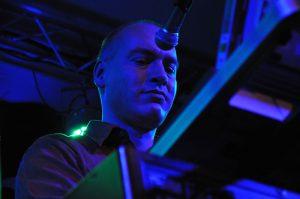Björn Arlt am Synthesizer