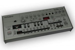 Roland TB-03 im Boutique-Gehäuse