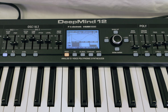 Behringer Deep Mind 12 Display und Bedienlemente