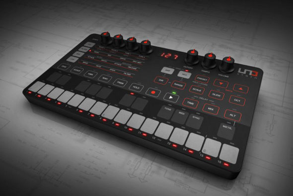 IK Multimedia UNO Synthesizer