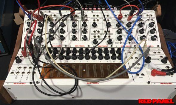 Buchla bringt das Red Panel System 100 Modularsystem auf den Markt.